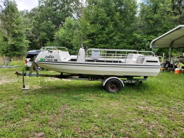 Photo Sylvan Deck Boat - $1,750 (Dunnellon)