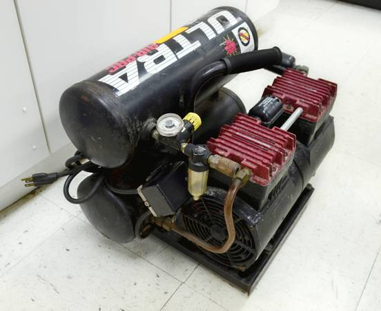 Photo THOMAS T-2820ST RENEGADE AIR COMPRESSOR 2 CYLINDER 9 SECOND RECOVERY - $700 (Silver Springs)