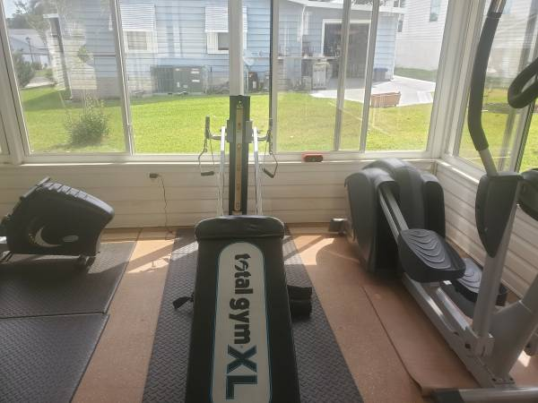 Photo Total gym xl all accessories almost new - $250 (Villages)