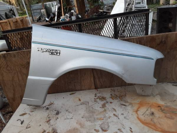 Photo Truck parts ford an chevy - $1 (Sumter)