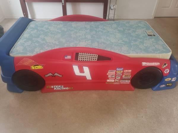 Photo Twin Race Car bed - $100 (SW Ocala)