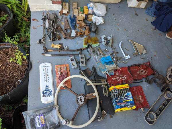 Photo Vintage ford parts 1959 thunderbird, 60s mustang and lots more - $400 (Inverness)