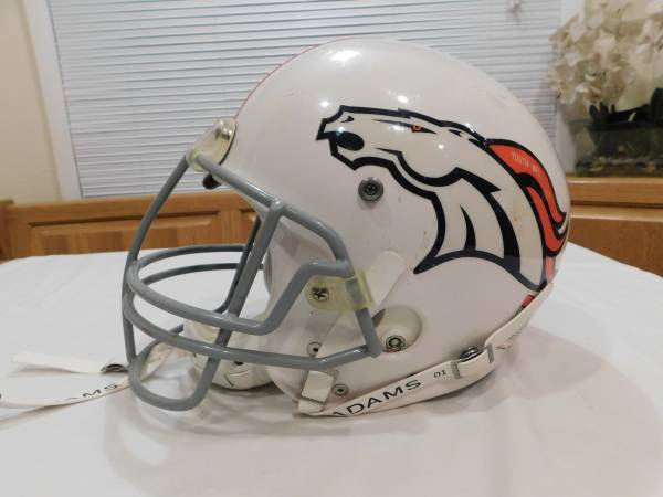 Photo YOUTH FOOTBALL HELMET DENVER BRONCOS - $50 (INVERNESS)