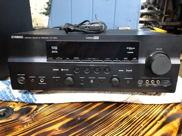 Photo Yamaha RX-V663 Cinema Receiver - $250 (Howey In The Hills)
