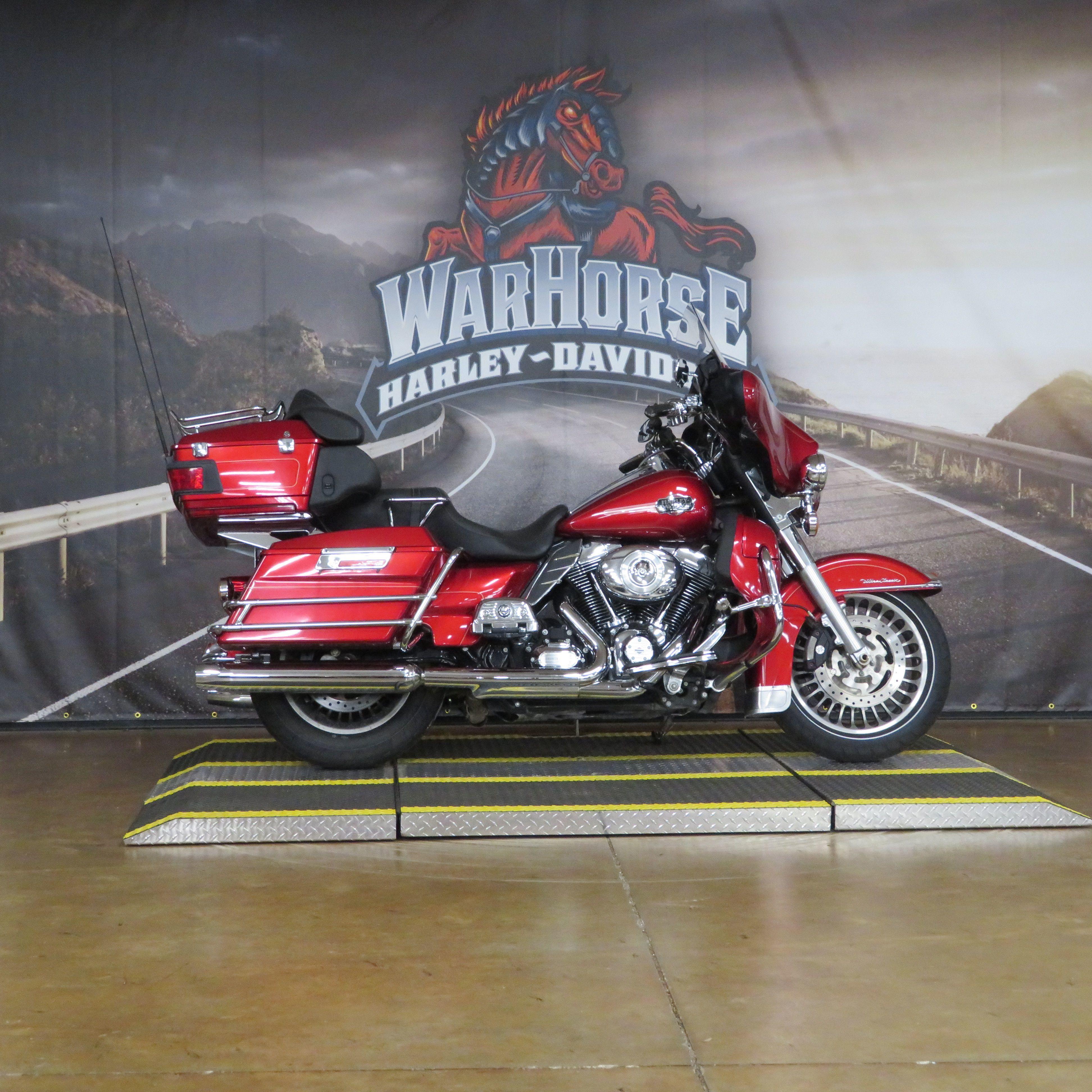 Photo 2012 Harley-Davidson Electra Glide Ultra Classic FLHTCU $13999