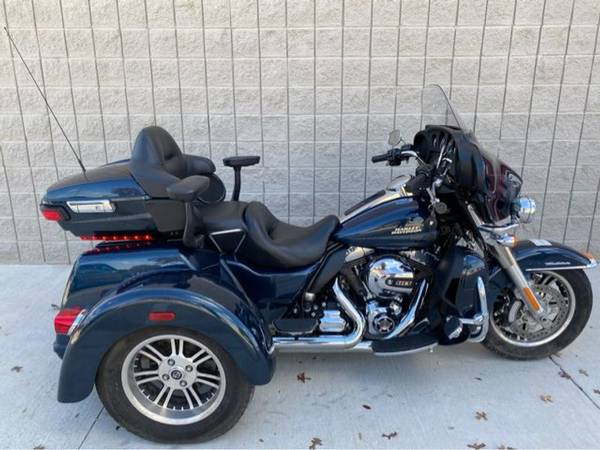 Photo 2016 Harley-Davidson FLHTCUTG Tri Glide Ultra - $26,500 (Harley-Davidson FLHTCUTG Tri Glide Ultra)