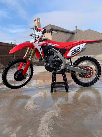 Photo 2017 CRF 450-MINT - $7,500 (Midland)