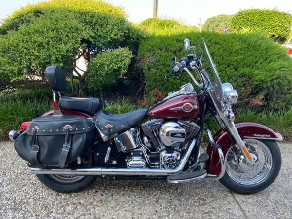 Photo 2017 Harley-Davidson FLSTC Heritage Softail Classic - $14,984 (Harley-Davidson FLSTC Heritage Softail Classic)