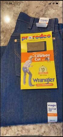 Photo 3 Mens Wrangler Jeans 28x32 - $35