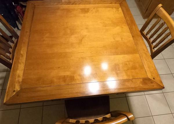 Photo Counter Height Dining Table  Chairs - $250 (Big Spring)