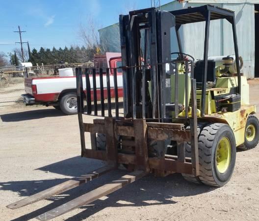 Photo Forklift 8,000 Lbs. Dual Pheumatic Tires Triple Mast - $6999 (Odessa, Texas)