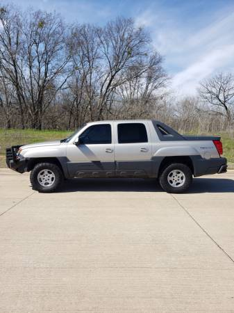 Photo Great Chevy Avalanche Z71 4x4, a lot of new stuff Runslooks great - $13500 (Burleson)