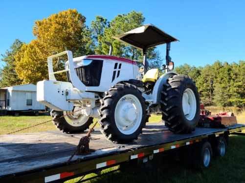 Photo John Deer Tractor 5065E - $28,000 (Porter)