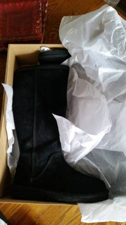 Photo New in box. Uggs tall size zip black ladies sz 8 - $165 (Lubbock)