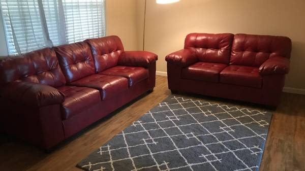 Photo Red couches - $750 (Odessa, TX)