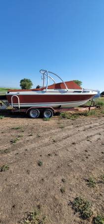 Photo 1979 Fiberform 2139 Cuddy Cabin Boat - $2,400