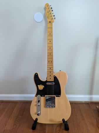 Photo Left-handed Fender Squier Telecaster  Gig Bag - $275 (Draper)