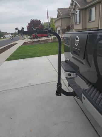 Photo Yakima Hitch mount bike rack, 3 bikes - $200 (Roy, utah)