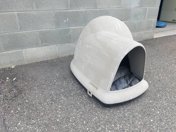 Photo dog igloo with dog bed - $60 (Roy, utah)
