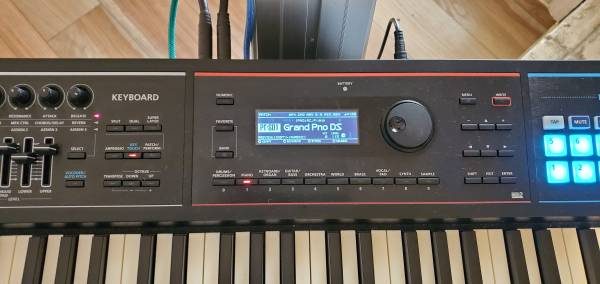 Photo 88 Note Package$ Roland Juno DS88 Synth Amp  Stand - $825 (Ft Walton Beach)