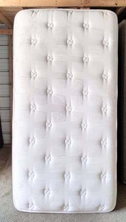 Photo Big thick Sealy Posturepedic twin bed - can deliver - $150 (DeFuniak Springs)