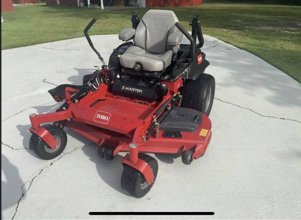 Photo Commercial Toro mower - $9,000 (DeFuniack Springs)