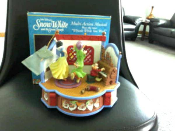 Photo Disney Music Box - Great for Christmas - $40 (9-Mile Rd. area)