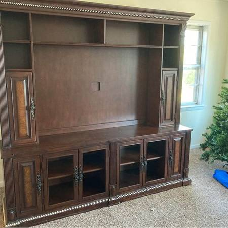 Photo Havertys Beautiful Cherry Entertainment Center TV Cabinet - $400 (Fort Walton Beach)