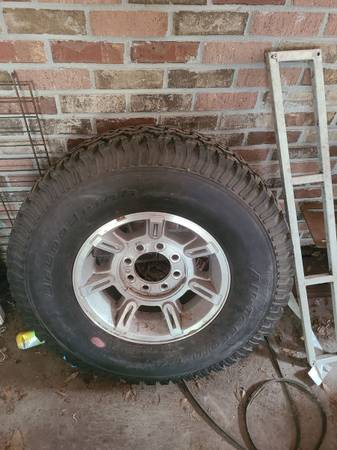 Photo Hummer h2 rim and tire brand new - $100 (Crestview)
