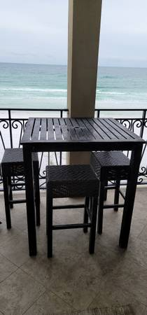 Photo Patio table with four chairs - $115 (Destin)