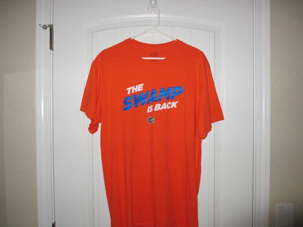 Photo The Sw Is Back - Florida Gators - New Without Tags - Size  Large - $12 (Niceville)