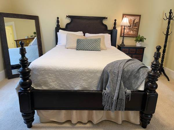 Photo Tommy Bahama Queen Poster Bed - $1,000 (Santa Rosa Beach)
