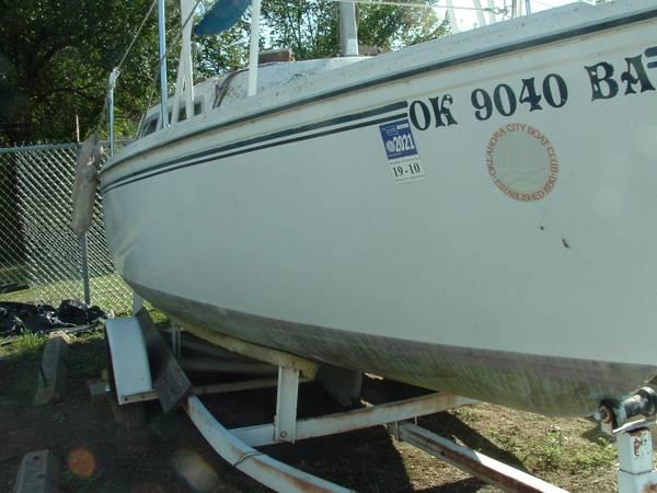 Photo 1977 Catalina 22 Sailboat Sailboats - $650 (At Lake Hefner storage)