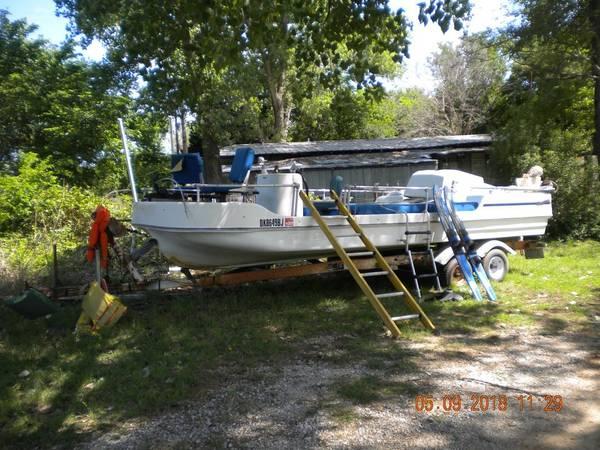 Photo 1977 LoDecker Deck boat. 225 hp. - $1,500 (Foster)