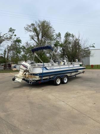 Photo 1992 Hurricane 22 foot tri hull deck boat - $14,750 (Oklahoma City)
