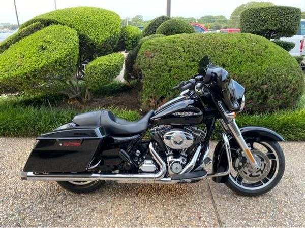Photo 2012 Harley-Davidson FLHX Street Glide - $13,500 (Harley-Davidson FLHX Street Glide)