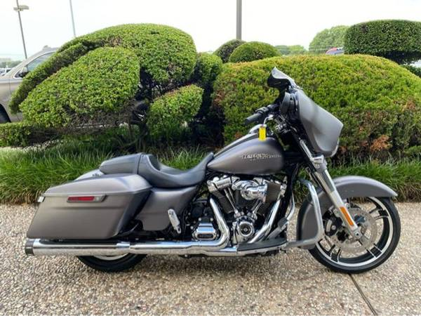 Photo 2017 Harley-Davidson FLHXS Street Glide Special - $23,992 (Harley-Davidson FLHXS Street Glide Special)