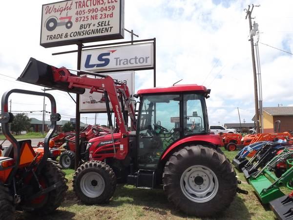 Photo 2018 Mahindra 2565 Cab Tractor - $28995 (Wright Tractors LLC)