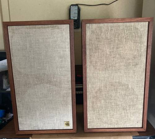 Photo Acoustic Research AR 2ax Speakers - $400