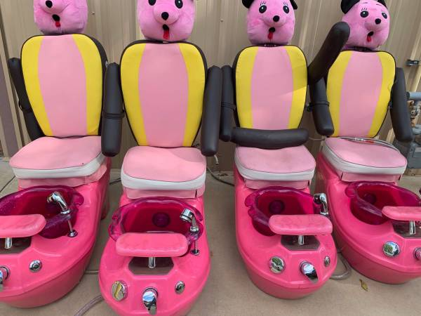 Photo Almost New Childrens pedicure chair (4) - $450 (Shawnee)