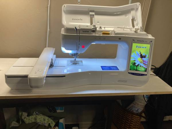 Photo BROTHERS EMBROIDERY MACHINE DREAMMAKER XE - $3,600