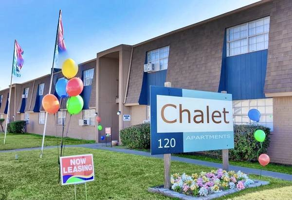 Photo Chalet Apartments Where your job is your approval (Moore)