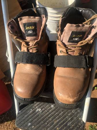 Photo Cougar Paws Roofing Boots - $50 (Norman)