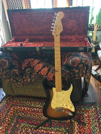 Photo Fender American Stratocaster Deluxe Guitar - $1100