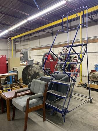 Photo Going out business sale (Tulsa in a industrial park) (Tulsa) (TULSA)