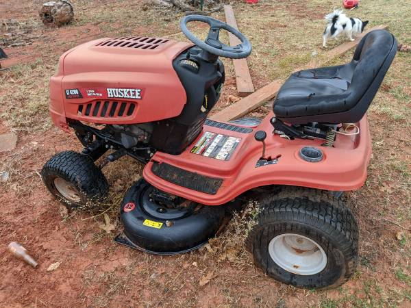 Photo Huskee riding lawn mower - $600 (Luther)