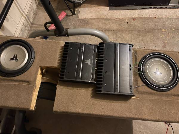 Photo JL AUDIO 10 SUBWOOFERS AND AMPS - $400 (Moore)