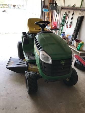Photo John Deere riding lawn mower - $1,950 (Mcloud)