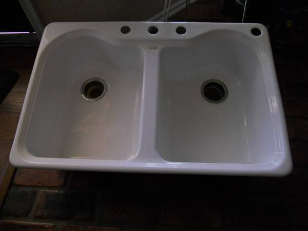 Photo Kohler Drop-In Cast Iron 33quot 4-Hole Double Bowl Kitchen Sink in White - $150 (SW MOORE OKLAHOMA)