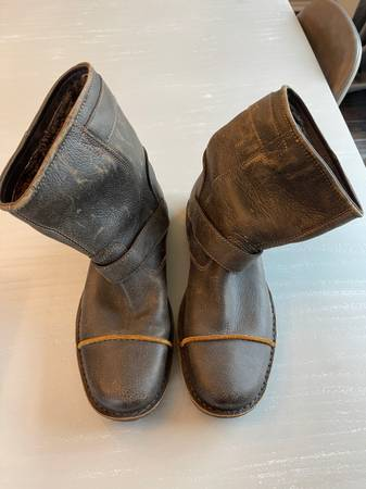 Photo Mens Leather Ugg Boots - $60